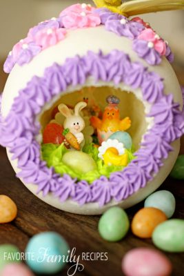 Frosting decorations on the top of a Panoramic Easter egg