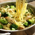 One Pot Skinny Creamy Garlic Noodles Recipe