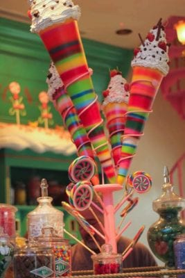 Desserts and sweets at Honey Dukes in the Wizarding World of Harry Potter