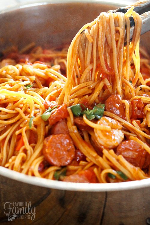 One Pot Jambalaya Pasta is the perfect meal. Throw everything in a pot & dinner is done in 20 minutes. Better than Cheesecake Factory's Jambalaya pasta!