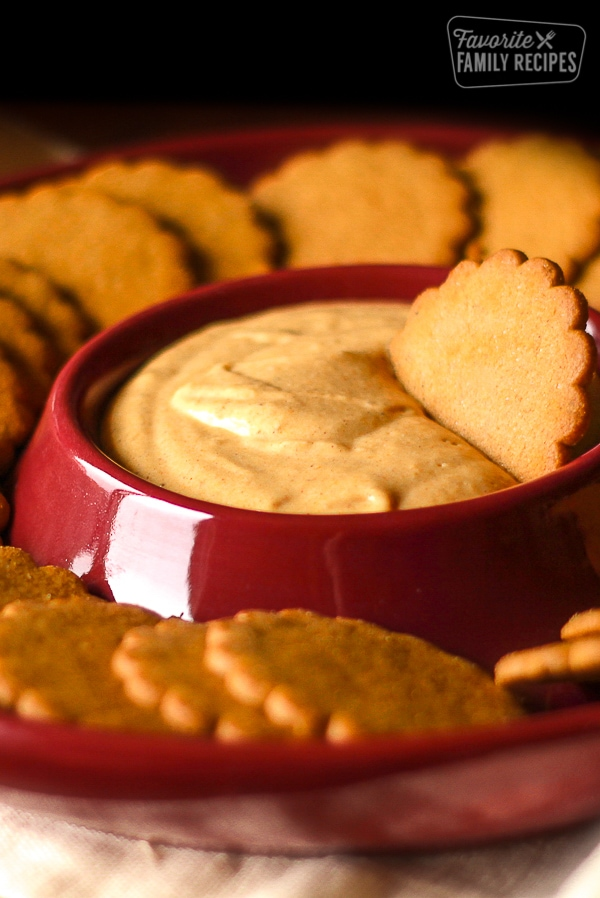 pumpkin dip with gingersnap cookies