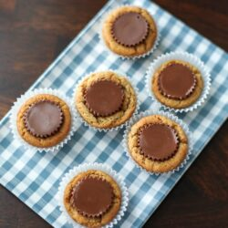 A blue and white gingham tray with six Reese's Peanut Butter Cup Cookies