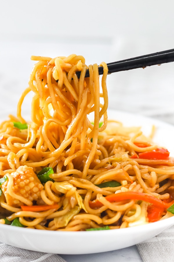 Yakisoba being picked up with chopsticks