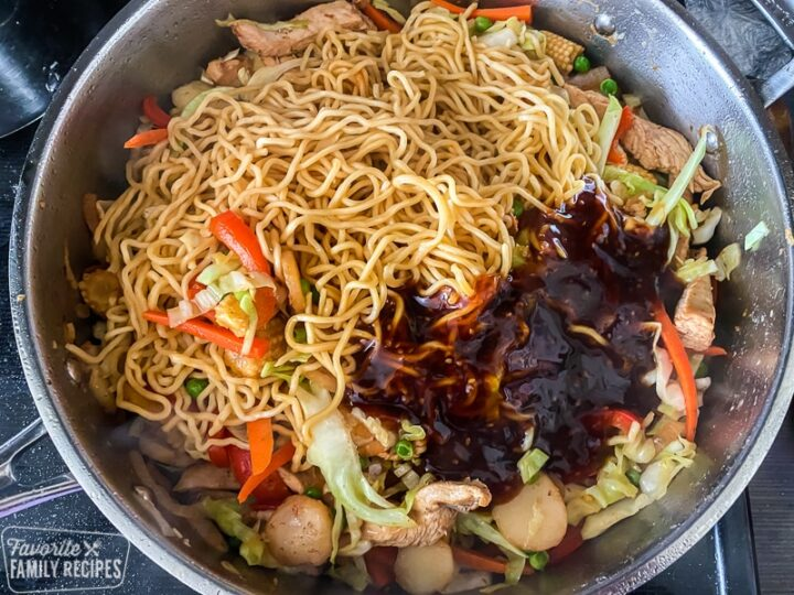 Noodles in a pan with sauce on top