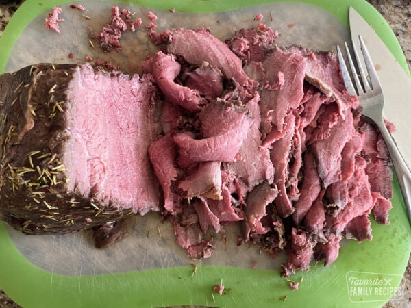 Thinly sliced roast beef for Satuli bowls