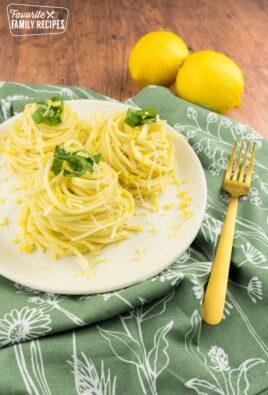 Lemon spaghetti in three mounts with lemons on the side