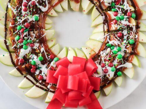 Apple wreath with sliced apples